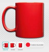 Mug rouge avec l'anse à gauche