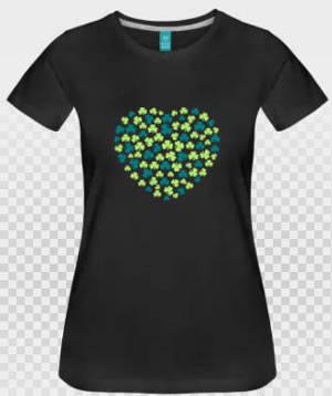 t-shirt saint patrick et coeur de trèfles verts sur t-shirt noir